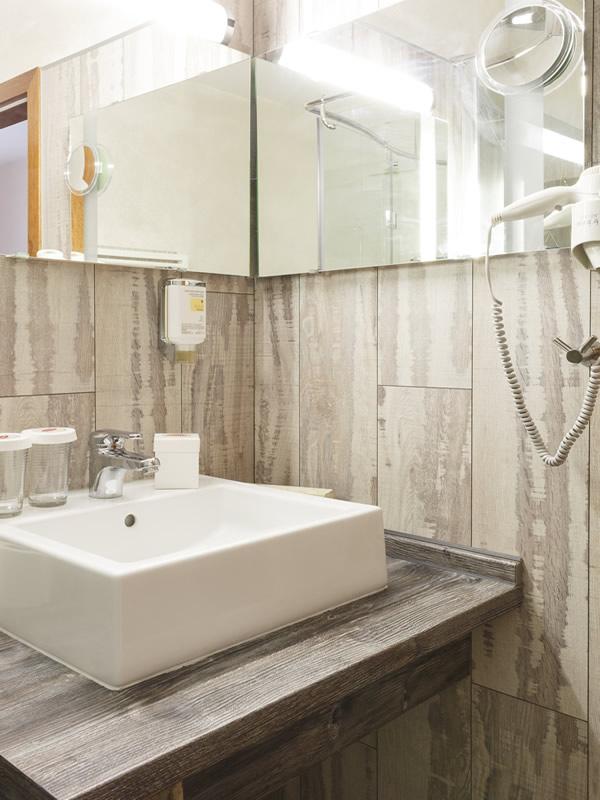 Hotel rooms Hotel Dresdner Hof Zittau bath