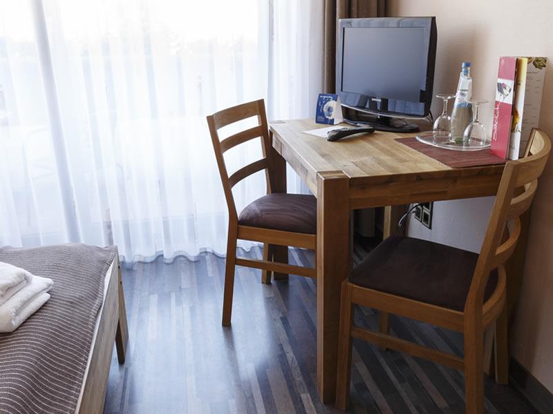 Guesthouse Dresdner Hof Zittau Room Desk